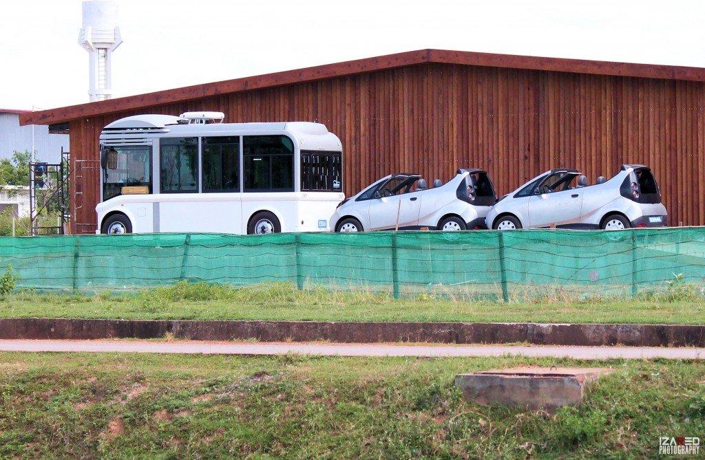 Bus et voitures électriques
